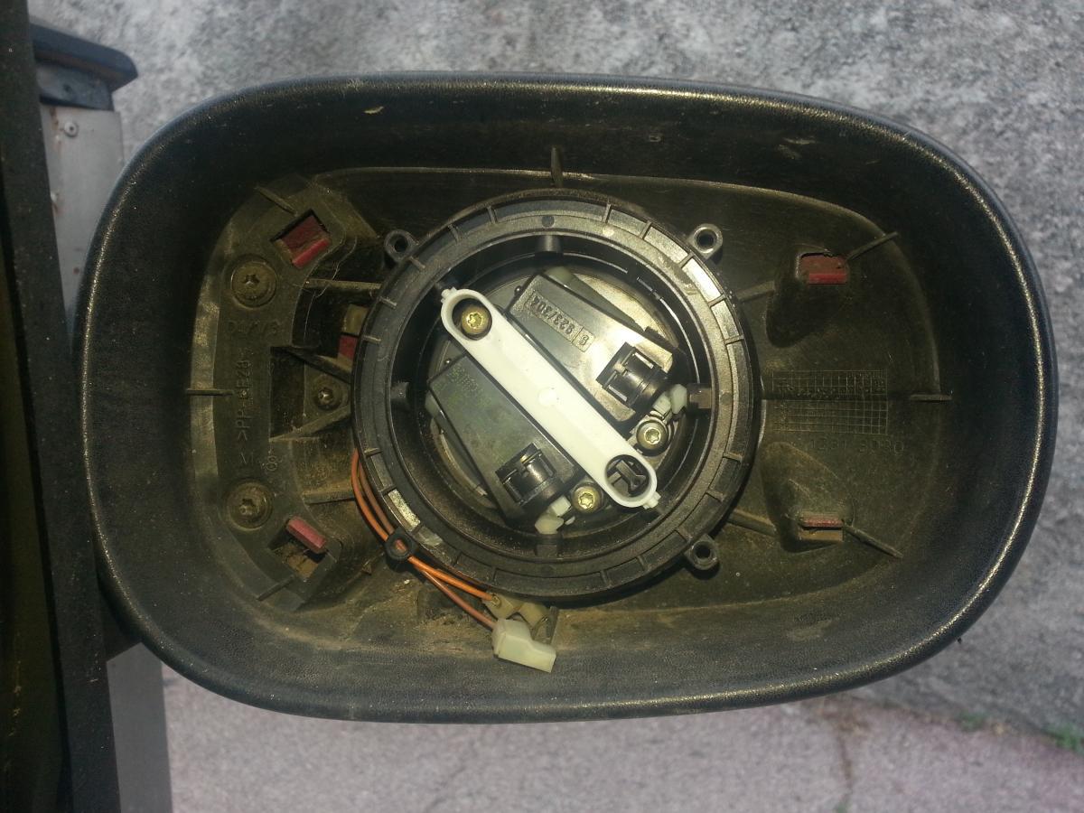 Renault clio 2 changement vitre r troviseur ext rieur for Miroir retroviseur clio