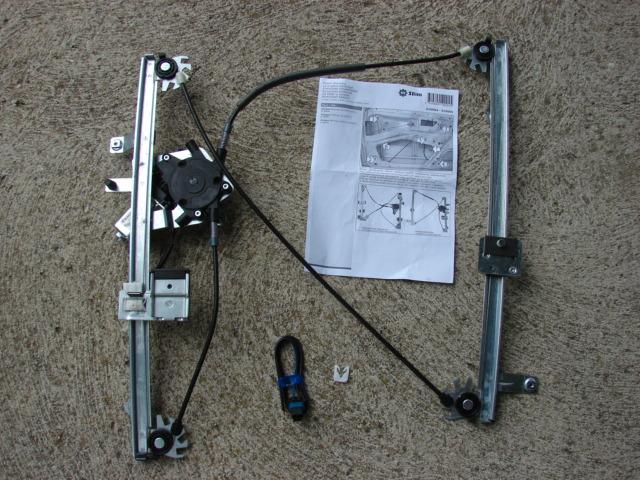 remplacement monte vitre lectrique gauche partner 2003 reportage photo et description des. Black Bedroom Furniture Sets. Home Design Ideas