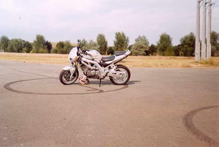 motoseule3.jpgXXX.jpg
